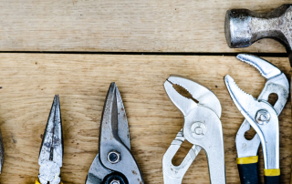 Werkzeuge, die man zum Zaun selber bauen verwendet