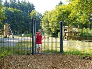Dino-Zaun mit Gartentor